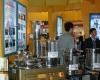 第64届中国国际医疗器械博览会设置专区展示中医设备,参展商展示自动中医煎制设备。2010年10月12日,HC3i记者中可摄于沈阳。