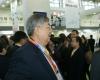中华医学管理学会副会长,中国医疗装备协会副会长戴建平参观第64届中国国际医疗器械博览会。2010年10月12日,HC3i记者中可摄于沈阳。